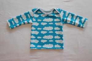 Baby-Langarmshirt Gr. 62/68 Jersey blau mit weißen Wolken