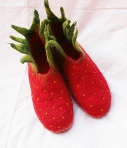 Erdbeerhausschuhe  zum Schlüpfen bis Gr. 35