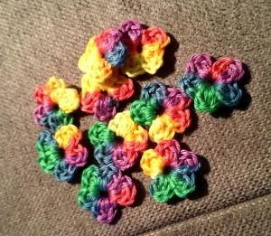 10 Häkelblüten mini, ca. 2,5 cm - Handarbeit kaufen