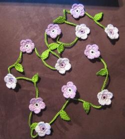 Häkelblütengirlande, ca. 1,40 m lang - Handarbeit kaufen