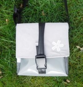 Tasche aus Plane und Leder mit kleiner Applikation, ein cooler Hingucker und natürlich ein UNIKAT! (Kopie id: 100138548) (Kopie id: 100138552) - Handarbeit kaufen