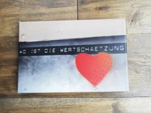 tolles Bild Foto auf Leinwand mit Sinnspruch, fotografiert und mit Farbe verfeinert, rotes Herz