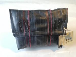 Tasche aus Fahrradschlauch, Unikat, Clutch, Kulturtasche, Klettverschluss,rote Nähte, schwarz, Recycling, Klimaschutz, Upcycling (Kopie id: 100216234)