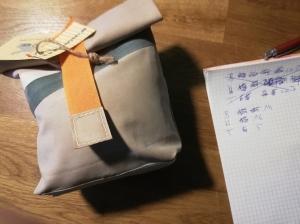 Rolltasche aus Luftmatratze,  Brotbeutel, wasserfest, toll und cool, 70er Jahre, beige, Gummi, Utensilo (Kopie id: 100216243)