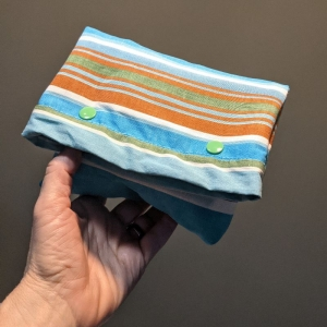 Tasche aus Luftmatratze, Brotbeutel, 70er Jahre, grün, blau, braun, gestreift, Gummi, Utensilo, Upcycling, Recycling, Unikat, toll und cool - Handarbeit kaufen