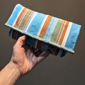 Tasche aus Luftmatratze, Clutch, wasserfest, toll und cool, 70er Jahre, grün, blau, Gummi, Utensilo, Streifen, Vintage, Upcycling, Recycling, toll - Handarbeit kaufen