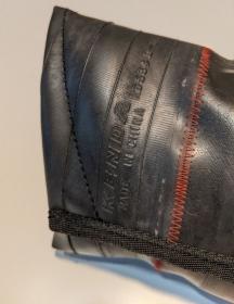 Tasche aus Fahrradschlauch, Unikat, Clutch, Kulturtasche, Klettverschluss,rote Nähte, schwarz, Recycling, Klimaschutz, Upcycling (Kopie id: 100216234) (Kopie id: 100262688) - Handarbeit kaufen