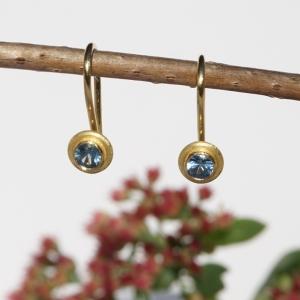 Ohrbügel blauer Saphir und Gelbgold 750 für Ohrschmuck-Wechselsystem - Handarbeit kaufen