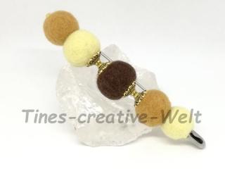 Filzbrosche aus gefilzter Schurwolle mit Filzkugeln  - Handarbeit kaufen