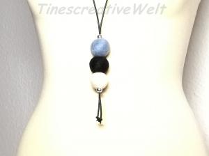 Filzkette mit Lederband und Filzkugeln, lange Kette, Geschenk für Frauen - Handarbeit kaufen
