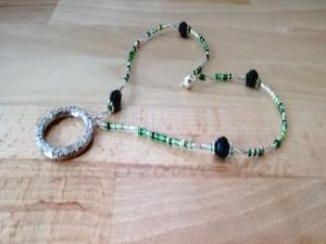 Brillenkette aus Perlen mit Magnetverschluss und Ring, Geschenk für Frauen - Handarbeit kaufen