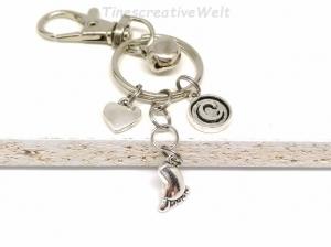 Personalisierter Schlüsselanhänger, Baby, Babyfuß, Zwillinge, Glöckchen, Taschenanhänger, Glücksbringer, Herz, Karabinerhaken mit Wirbel - Handarbeit kaufen