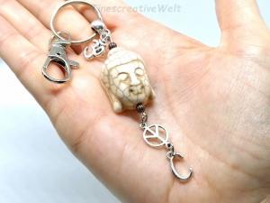 Personalisierter Schlüsselanhänger, Buddha, Om, Peace, Boho, Yogaanhänger, Taschenanhänger, Karabinerhaken mit Wirbel, VERSCHIEDENE FARBEN - Handarbeit kaufen