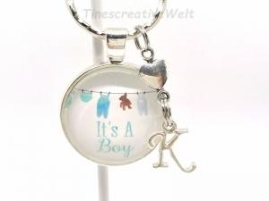 Personalisierter Schlüsselanhänger, Baby, Junge, Glücksbringer, Cabochon, Herz, Schwangerschaft, Taufe, Geschenkidee - Handarbeit kaufen