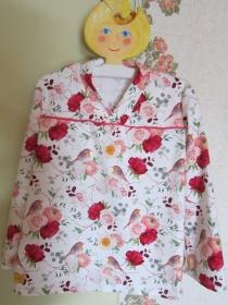 Rosen Kimono Tunika für Kleinkinder in Größe 80, Romantische Bio Tunika mit Rosen und Rotkehlchen Vögel als Motiv - Handarbeit kaufen