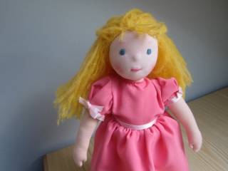 Stoff Puppe, Miss Mary inspiriert von Das Buch Geheime Garten, 34 cm Waldorf inspired, mit Accessoires, Buch Figur, Künstlerpuppe,  - Handarbeit kaufen