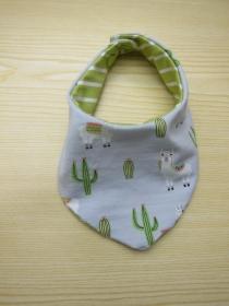Llamas und cactus Lätzchen, Wendbares Öko Halstuch für Babys, Sappertuch mit grau grün Lllamas eco jersey Bees on the Bonnet - Handarbeit kaufen