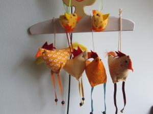 Drei lustige Hühner mit zwei Kücken Stoffanhänger, Ostern, Osterkorb, Muttertag, Mitbringsel, Deko, Geschenk - Handarbeit kaufen