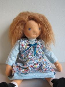 Stoff Puppe Tara mit echten Schafwoll Haare, Waldorf stil, 38cm Sammler Puppe, Kunstpuppe mit Kleid und Schürze - Handarbeit kaufen