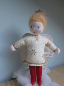 Schutzengel Puppe Stellaris mit goldenen Heiligenschein, Waldorf stil, 25 cm, Handgenäht, Taufe, Geburt, Weihnachten, Geburtstag - Handarbeit kaufen