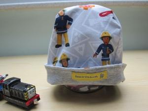 Feuerwehrmann im Einsatz Jersey Mütze, wendbar, Mütze in grau, blau und gelb Mütze und Schal, Öko Mütze, - Handarbeit kaufen
