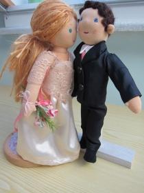 Auf Bestellung: Stoffpuppen Brautpaar mit Kind Puppen, Hochzeitspaar mit Kind Puppen, Geschenkkorb, Present, Hochzeit, zu Bestellen - Handarbeit kaufen