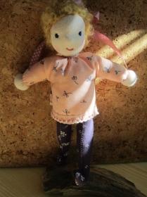 Stoff Puppe, kleine süße Taschen Stoffpuppe  Dawn, OOAK in Waldorf stil, (26 cm), Montessori oder Waldorfstil - Handarbeit kaufen