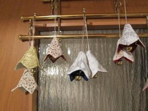 Patchwork Glöcken Stoffanhänger, Kleinod, Mutterstag, Weihnachten, Ostern, Valentin's Tag, Geschenk, Deco - Handarbeit kaufen