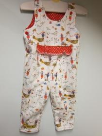 Öko-Strampler für Babies Winter Spaß, mit Pippa und Pelle in rot weiß als Glücksbringer 9 mo Gr 74-80, Baby Strampler - Handarbeit kaufen