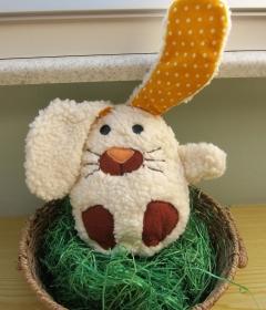 Ein Ei mit Überraschungs: mal was anders Stoffhase Egghead in ein Ei  Ostern, Frühling, Häschen, Hoppelhase Stoffhase