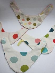 Wendbares  Dreiecks Halstuch Pünktchen oder Dots gut kombinierbare Halstücher  Bees on the Bonnet  - Handarbeit kaufen