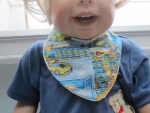Wendbares Dreieck Halstuch für Kleinkinder Rennbahn in gelb und bunt Farben Bees on the Bonnet - Handarbeit kaufen