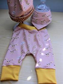 Giraffen Set Öko-Pumphose,Mütze und Wendehalstuch für Babies,, Größe 56 2- 3 mo  - Handarbeit kaufen