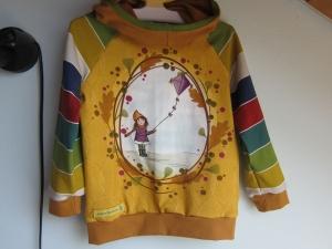 Mädchen Hoody in Öko Baumwolle  Größe 104,  Schlupf Hoodie hell blaue Farben.Mädchen mit Drachen.Herbst