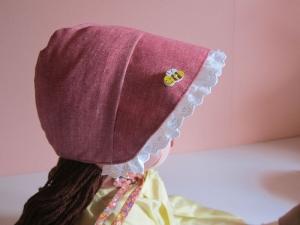Wendbare Bee on the Bonnet Sonnenhut rot Pioneer Bonnet, Handgemacht und zu bestellen in verschiedene Größen  - Handarbeit kaufen