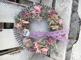 Zauberhafter Türkranz in Rosa