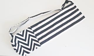 Tasche für eine Yogamatte in Schwarz-Weiß