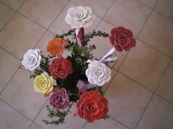 Keramik handgetöpferte Rose als Gartenstecker oder Beetstecker rot