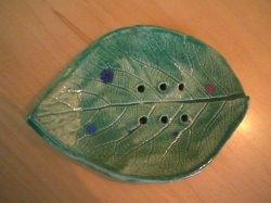 Hangetöpferte Seifenschale grün