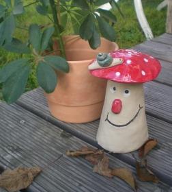Keramik Fliegenpilz mit Schnecke FROSTFEST kaufen