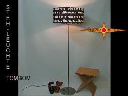 Schwarze Stehlampe in afrikanischem Design TOMBOM