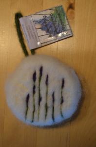 Eingefilzte-Seife Lavendel (trocken eingefilzte Pflanzenölseife)