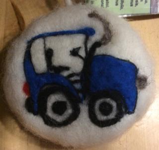 Eingefilzte Pflanzenölseife Traktor, ideal zum Duschen, Peeling-Effekt, individuell gestaltbar