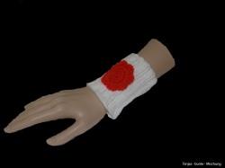 Handgemachte weiße Pulswärmer aus Polyacryl mit Häkelblüte