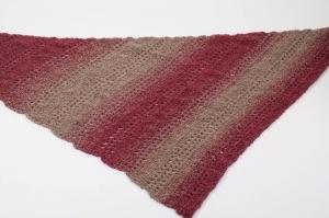 schickes Dreieckstuch mit Farbverlaufsgarn gehäkelt Degrade-Effekt im Muster-Mix - Handarbeit kaufen