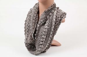 Häkelloop aus warmer Wolle - perfekt für die kalten Tage gehäkelt im Fantasiemuster Degrade-Effekt natur-Töne - Handarbeit kaufen