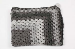 selbst gehäkelte Decke für den Kinderwagen, warm und kuschelig für Ihr Baby; grau- anthrazit - verlauf - Handarbeit kaufen