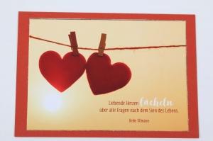 Grußkarte, upcycled aus einem Kalender  Karte Klappkarte Faltkarte Strand Spruchkarte mit Herzen an der Leine - Handarbeit kaufen