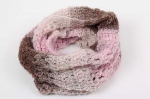 Häkelloop aus flauschiger Wolle mit Mohair- perfekt für die kalten Tage gehäkelt im Fantasiemuster