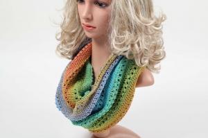 handgehäkelter Loop Schlauchschal aus feiner Wolle mit Farbverlauf zum absoluten Sonderpreis